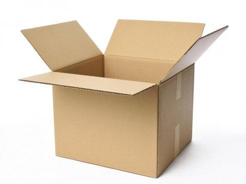 Otwarte kartonowe pudło